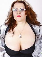 Big Busty mom,big tits,mature, boobs-www.chestymoms.com