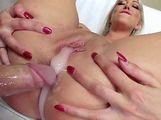 Whorish Blond MILF Lexi Lowe Shows Off Her Creampied Anal Hole