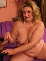Blonde BBW Deedra hooked up with a horny guy and got nasty cock shoving in her plump muff live