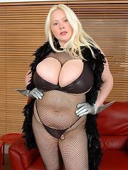 Busty Nikki Poses^XX Cel Big Tits girl sex girls big tits boobs busty babe babes