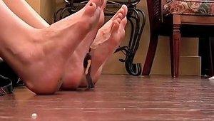 Giantess Feet Licker
