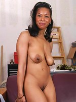 Semmie is one super fine MILF. Shes one Mature Mama youll want to get to know better. Shes got the body, shes so classy, but shes ready to get wet and