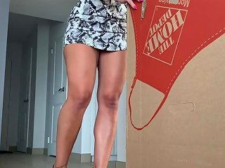 Fitness Model Gets A Surprise Delivery At Home Porn Videos