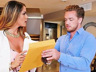 Big Bottomed Business Woman Miss Raquel Fucks One Kinky Delivery Boy