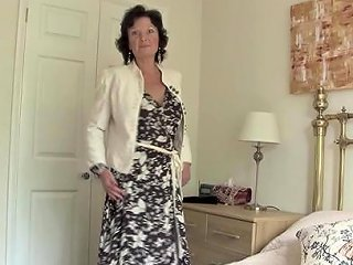 Alluring Mature Dame In Stocking Spreading Legs In Bed Any Porn