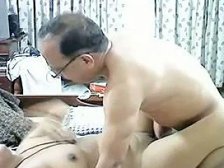 Amateur Pakistani Woman Is Nailed Missionary Style