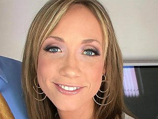 Blonde Milf Housewife Passionate Blowjob In Pov Video