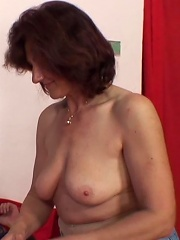 Fun bouncing on old pussy