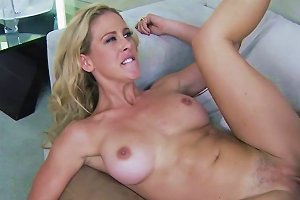 Classy Mature Babe Pussy Railed Until Facial