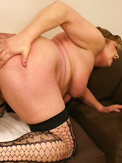 This mature nymphoid is ready for her creampie