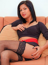 Extra hung t-girl Vita with ...