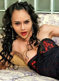 Ladyboy is drunk horny and v...