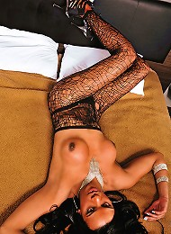 Hot shemale Kamilly Santos bares all