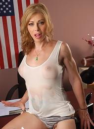 Sexy TMILF Jasmine Jewels posing in a wet t-shirt