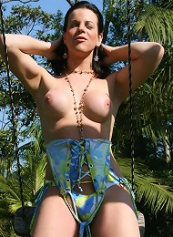 Public park gets a workout from a horny shemale