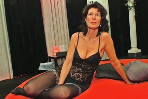 Mature Real Slut Is Actually Ready For Some Terrific Oral Sex Gangbang